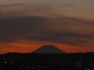 Mt. Fuji says goodnight. (Thank you Jaewon)
